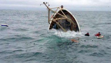 العثور على جثة أحد البحارة المفقودين يوم امس والبحث متواصل عن الثاني بسواحل طبلبة |