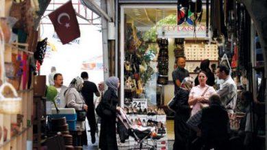 الليرة التركية تلفظ أنفاسها... وأنقرة مرشحة أولى لـ«التخلف عن السداد»