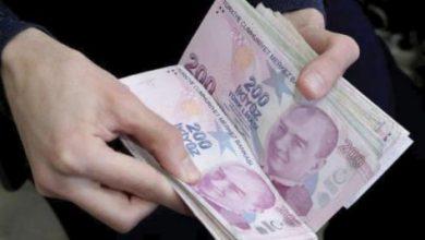 الليرة التركية تواصل تعميق خسائرها وتتراجع دون 8.1 للدولار