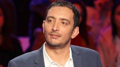 النائب ياسين العياري يعبر بطريقته الخاصة عن مشاكل الشباب |