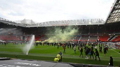 تأجيل انطلاق مباراة مانشستر يونايتد ضد ليفربول بسبب احتجاج الجماهير