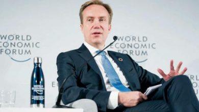 رئيس «دافوس» يدعو إلى «ميثاق عالمي» لمواجهة التحديات