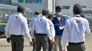 عمال غاضبون ينهبون مصنعاً لهواتف «آيفون» في الهند