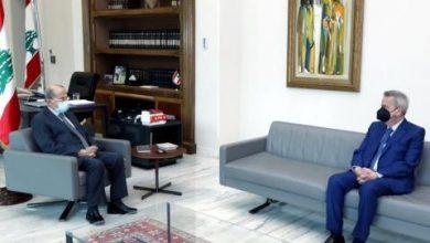 عون يطلب من حاكم مصرف لبنان التحقيق في أسباب انهيار الليرة