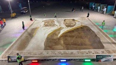 فنانة سعودية تهدي الإمارات أكبر لوحة بالقهوة في العالم.. وتدخل «جينيس» – بوابة الأسبوع