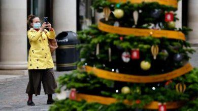 «كورونا» يترك أثره على زينة عيد الميلاد أيضاً... فما الاتجاه الجديد؟
