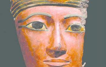 مصر تراقب بيع 13 أثراً فرعونياً في «كريستيز للمزادات» بلندن