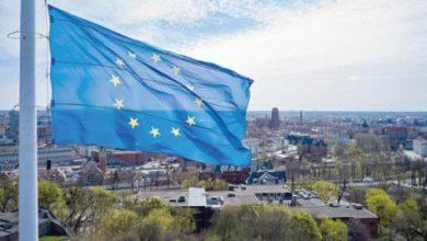 مفوض الموازنة الأوروبي يدعو إلى مراجعة قواعد ديون التكتل