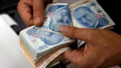 هبوط الليرة التركية مع دفاع الحكومة عن سياسات وزير المالية السابق